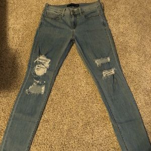 Express Ripped Jeans. 6R